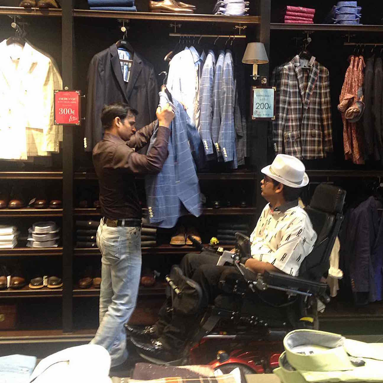 Image of shopping assistance for wheelchair user in Madrid