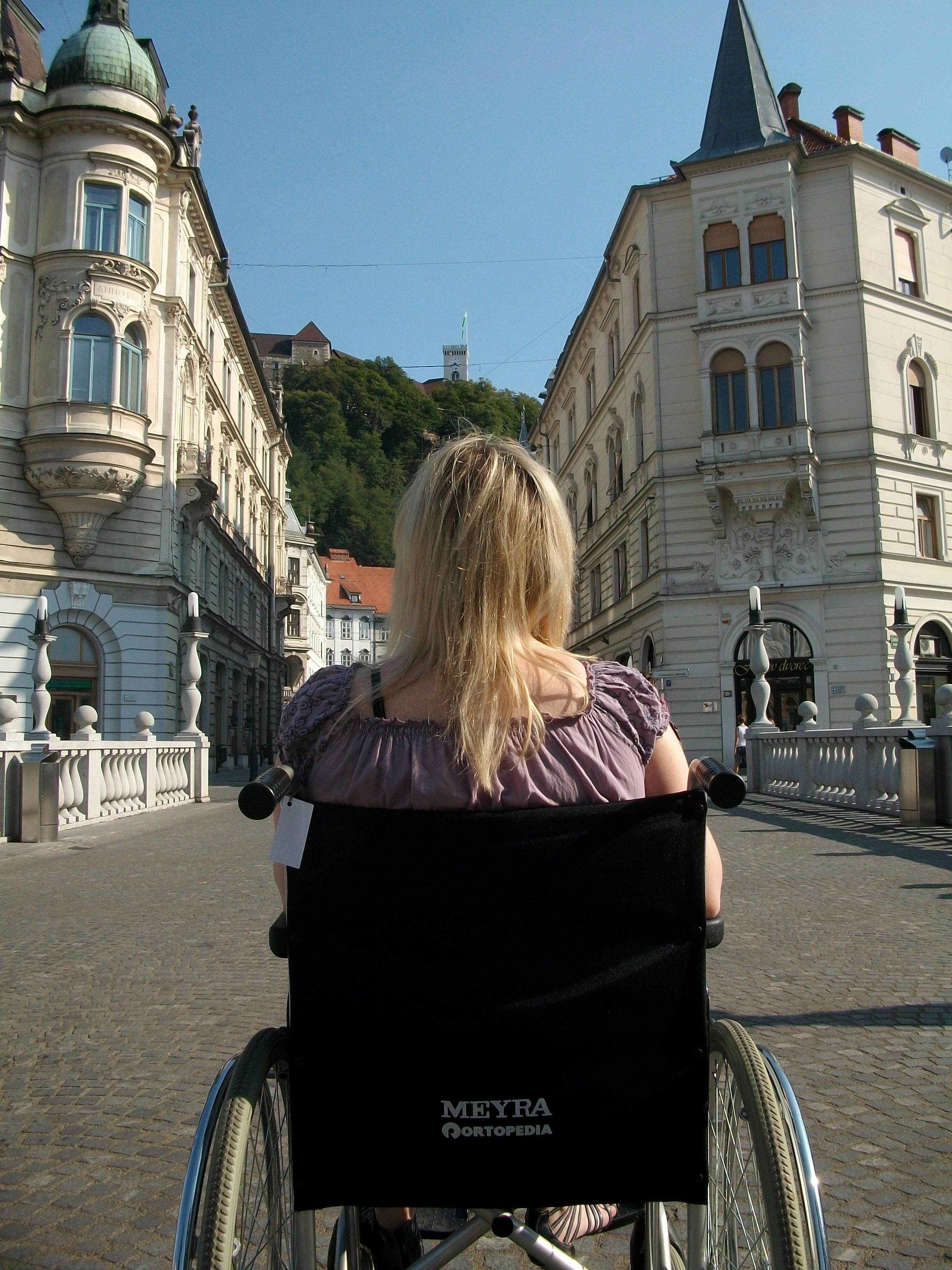 Wheelchair user on tour with Premiki in Slovenia