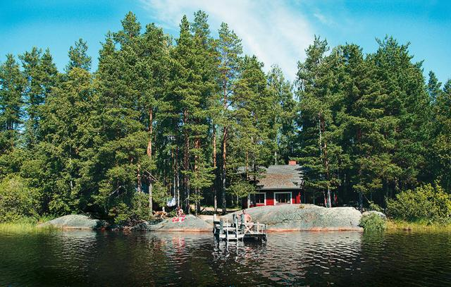Wheelchair-friendy Cottage Niemelä is situated near water