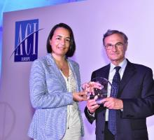Image of  Albert Prévos handing over award to Larnaca Airport representative
