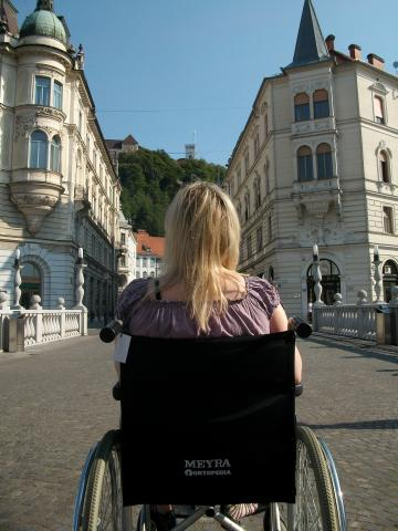 Wheelchair user on tour with Premiki in Slovenia